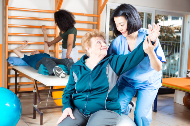 How Physical Therapy Helps Seniors
